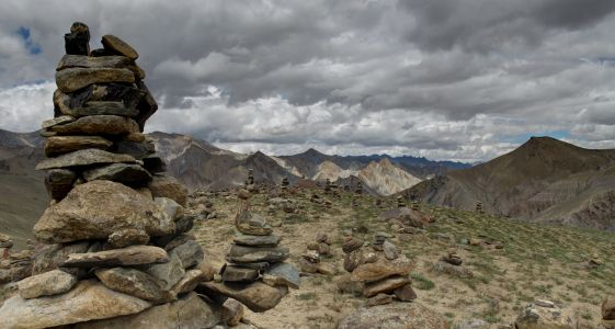 Ladakh 2015 - Above 4000m Thachungste on the way to Nimaling Plain, too many cairns
