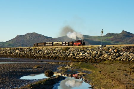 In the late afternoon sun No.12 David Lloyd George crosses The Cob, Porthmadog