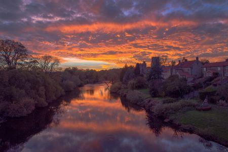 Sunset over the river Ure, West Tanfield.