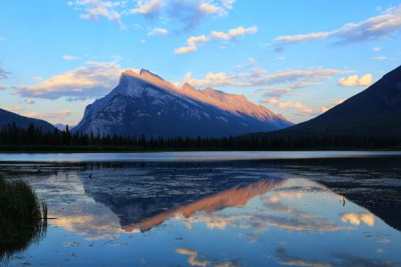 Canadian Rockies, Mount Rundle reflection